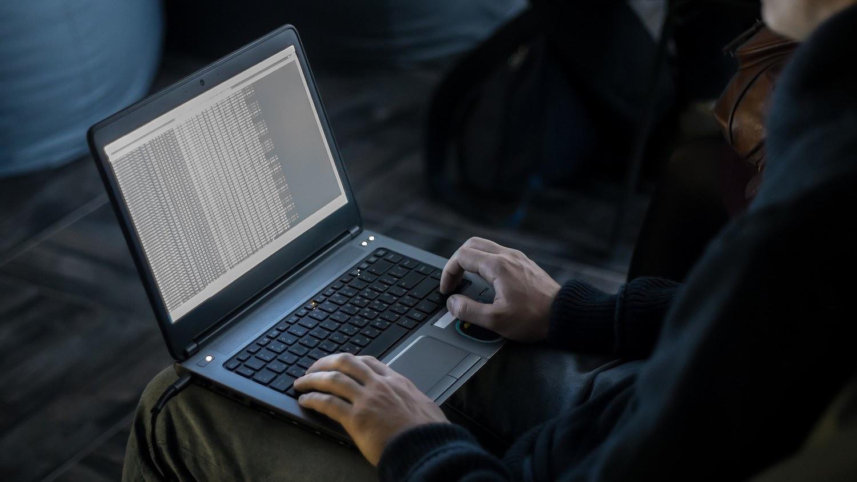hogyan keresnek pénzt a hackerek az interneten)