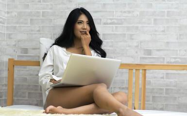 így keresnek pénzt a diáklányok online)
