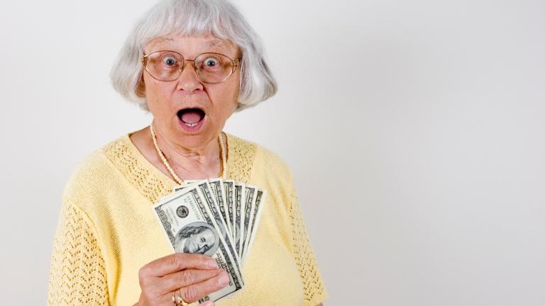 mit kell tennie egy nyugdíjasnak, hogy pénzt keressen