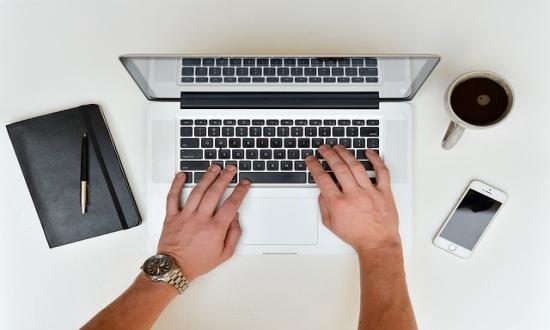 dolgozhat és kereshet az interneten