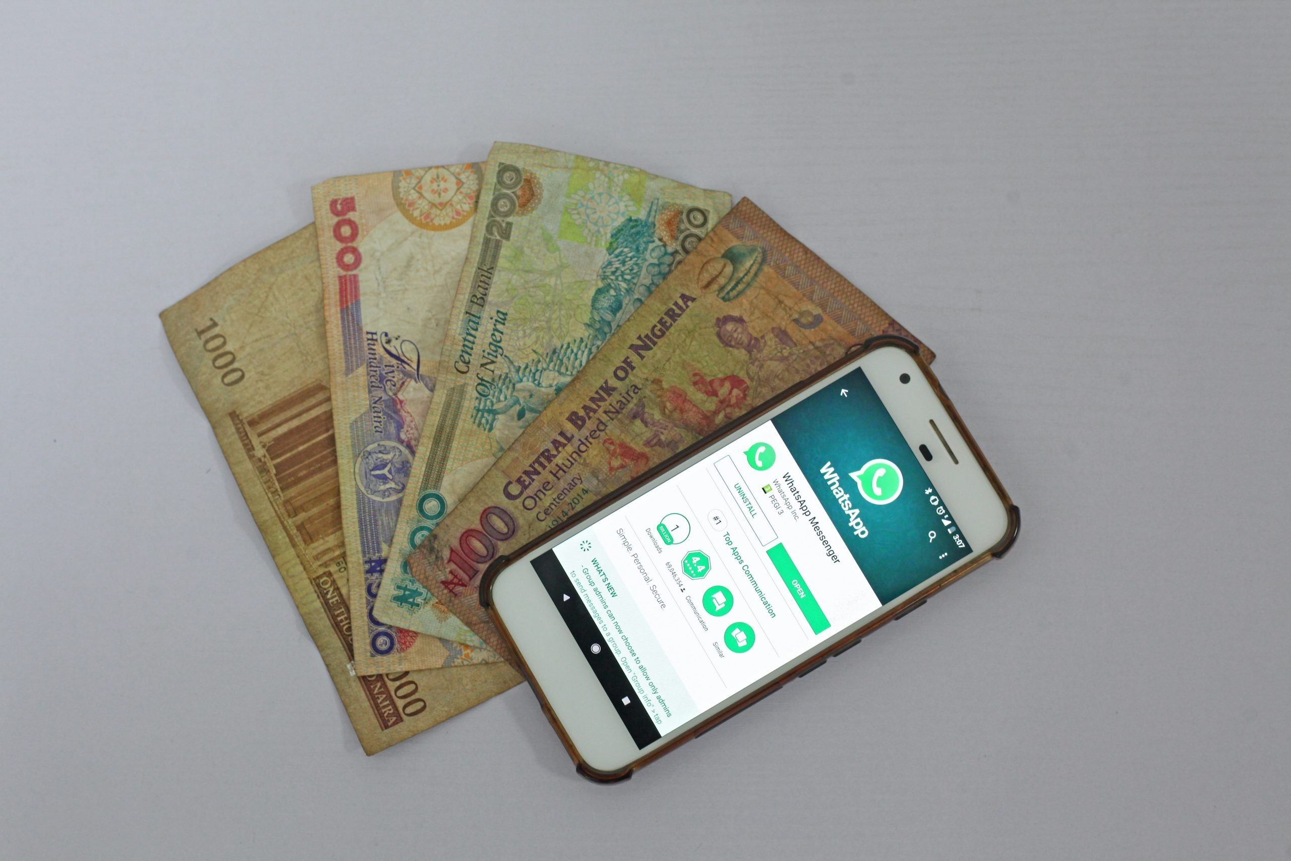 hogyan lehet pénzt keresni a mobiljáról az interneten áttekinti a swss uard bináris opciókat