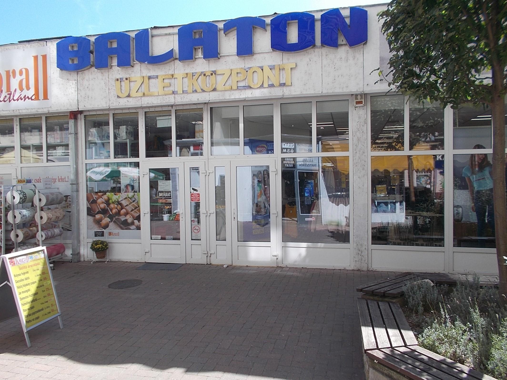 üzletközpont a)