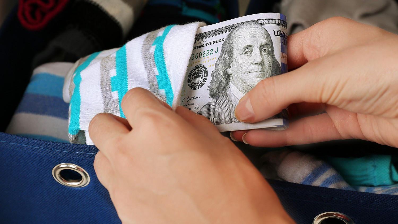 pénzt keresni a köröm meghosszabbításán)